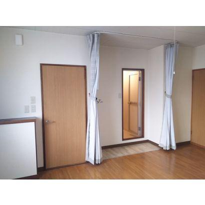 居間の脱衣スペースです。