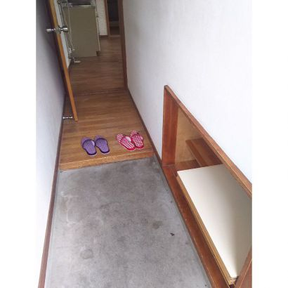 玄関、下駄箱付です。