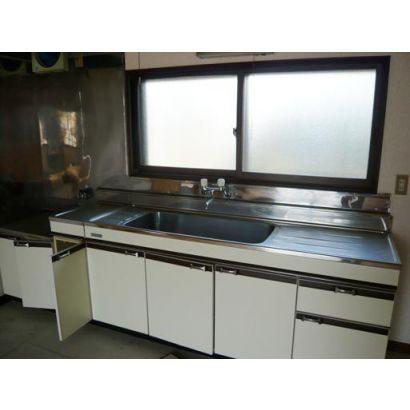 キッチンには窓があり広くて使い勝手良いです