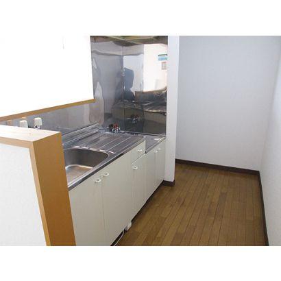 キッチン奥には冷蔵庫スペースがあります