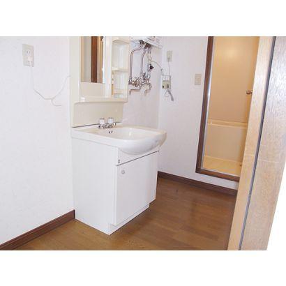 使いやすい広さの洗面所です
