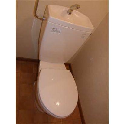 トイレはウォッシュレット付です。