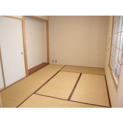 居間から続いている和室です