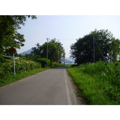 町道は舗装されております。